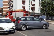 Bari, incidente d'auto in via Giulio Petroni: 3 feriti