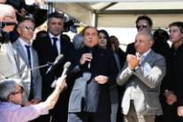 M5S wd clean toilets at Mediaset - Berlusconi (3)