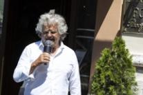 Don't let banks call us crazy, says Grillo