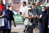 Manifesti elettorali in vista elezioni in Bosnia