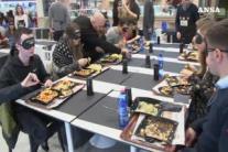 Cena 'al buio': al gusto la vista non serve
