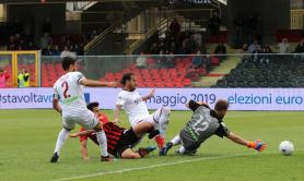 Foggia batte la Salernitana, prosegue la corsa ai play out