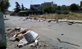 Ruvo, cittadino raccoglie rifiuti ma viene multato: «Ha spostato l'immondizia»