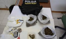 Brindisi, spacciava in casa cocaina e marijuana: in cella un 45enne