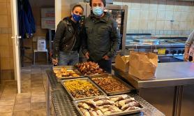 Bari, braceria in lockdown dona carne e dolci a mensa dei poveri