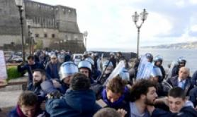 Scontri a Napoli tra Polizia e blocco 'Fridays For Future'