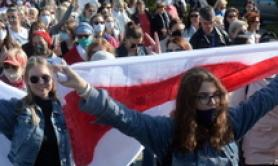 Bielorussia: tornano a marciare le donne, migliaia a Minsk