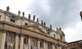 Coronavirus: Vatican puts off events in closed spaces