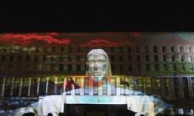 L'arte digitale illumina la Farnesina