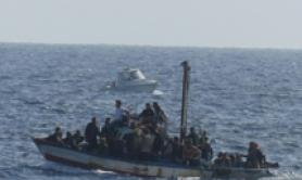 Italian motor launches rescue 290 migrants