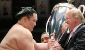 Trump a Tokyo premia vincitore sumo