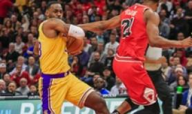 Nba: Lakers dominano con Golden State