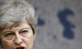 Theresa May fa i complimenti a Johnson