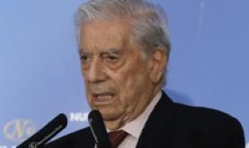 Mario Vargas Llosa impegnato in un convegno a Madrid