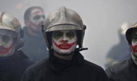 Pompieri manifestano a Parigi