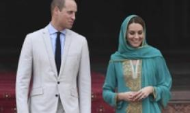 William e Kate visitano la moschea Badshahi di Lahore