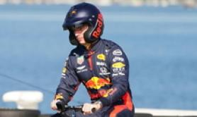 F1: Max Verstappen all'interno dell'autodromo di Melbourne