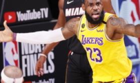 Basket: Nba; LeBron James prolunga con i Lakers fino al 2023