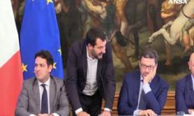 Salvini alza la posta: basta sangue all'Ue, manovra subito