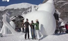 Francia, la gara di sculture di neve a Valloire
