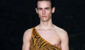 Un modello Tarzan per Lazoschmidl al Paris Fashion Week