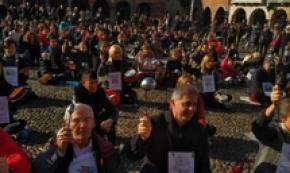 Lodi: caso mense, flash-mob protesta