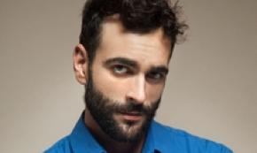 Hit parade, Mengoni subito in vetta