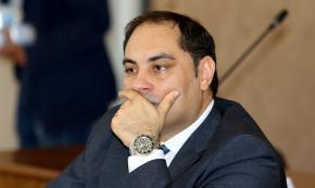 Taranto, sindaco Melucci ritira le dimissioni