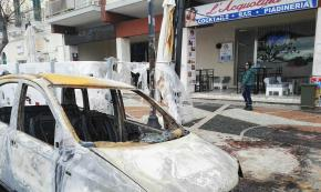 Gallipoli, auto incendiata in pieno centro: danni a due bar