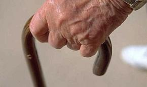 Botte all'anziano zio disabile di cui era tutore: arrestato 63enne a Surbo