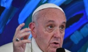 Favour opening to others pope tells pols