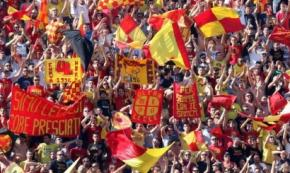 La curva Nord dello stadio di Lecce intitolata a 2 calciatori morti in un incidente