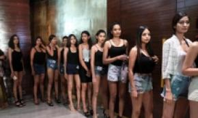 Audizione per imminente Lakme Fashion Week a Mumbai, India