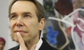 Koons licenzia assistenti e assume robot