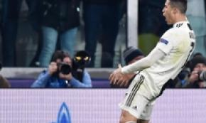 Soccer:Ronaldo fined 200,000 euros for 'uevos' gesture