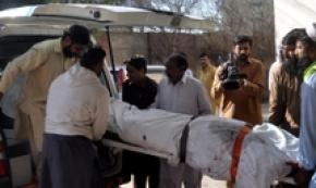 Pakistan, 26 morti in scontro bus-camion