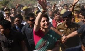 India: Priyanka Gandhi sul Gange