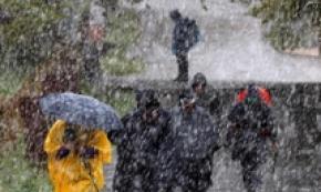 Pellegrini sotto la pioggia a Palas de Rey,Nord della Spagna