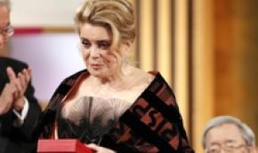 Catherine Deneuve riceve il Premio Imperiale a Tokyo