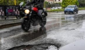 Plan to use army to fix Rome potholes runs into trouble
