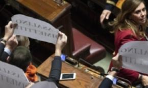 "Momento di protesta durante il ""question time"" alla Camera"
