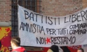 Battisti:striscione 'libero' in zona universitaria a Bologna