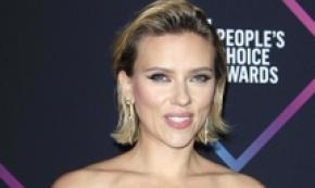 Scarlett Johansson con il suo People's Choice Awards 2018