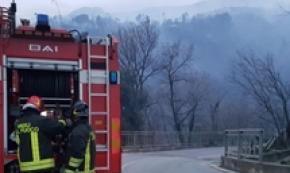 Big wildfire takes grip near Genoa