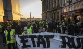 Gilet gialli, 'sabato blocchiamo Parigi'