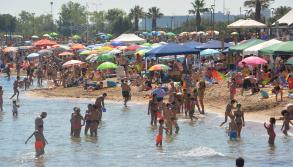 Estate a Bari, boom di bagnanti: spiagge cittadine prese d'assalto