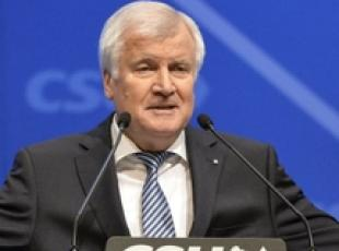 Germania: Seehofer rieletto a guida Csu
