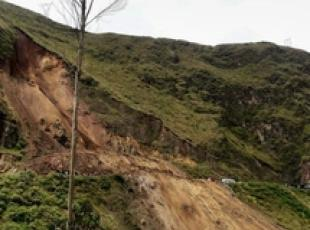 Colombia: bus travolto da valanga fango