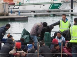 Migranti: Amnesty accusa governi Ue
