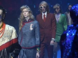 >>>ANSA/ Gucci channels Elton John at Milan shows
